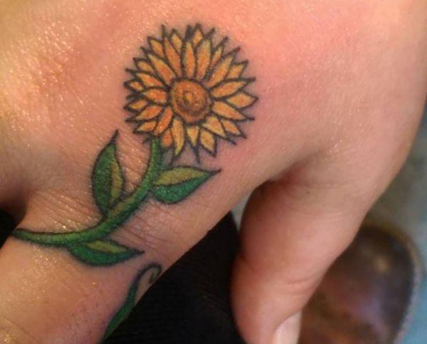 Sonnenblumen Design auf der Hand