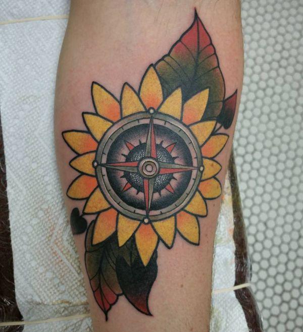 Sonnenblumen mit Kompass Tattoo Design am Unterarm