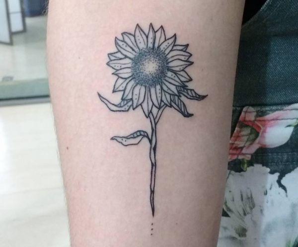 Kleiner Sonnenblumen Design auf dem Arm