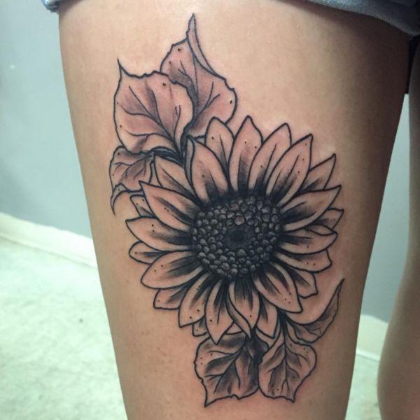 Sonnenblumen Design am Oberschenkel