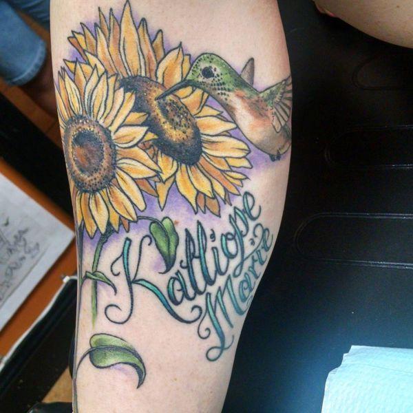 Kolibri und Sonnenblumen Design mit Namen