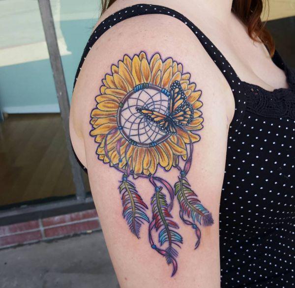 Traumfänger Sonnenblumen und Schmetterling Design am Oberarm