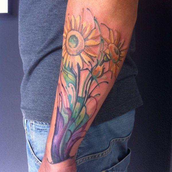 Aquarell Sonnenblumen Design am Unterarm der Männer