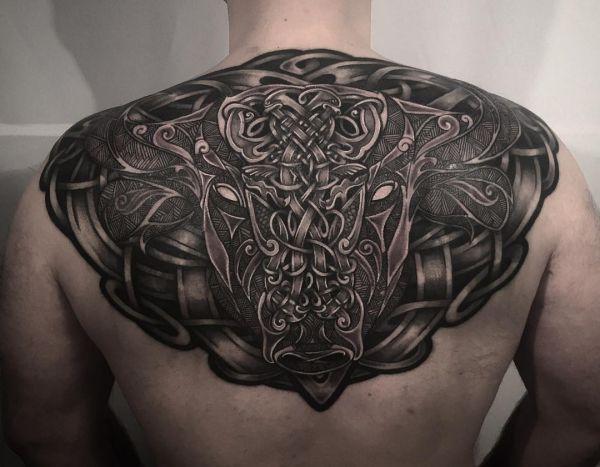 Keltisch Stierkopf Tattoo Design am Rücken