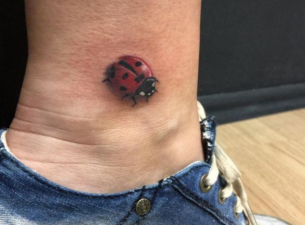 18 Susse Marienkafer Tattoo Ideen Bilder Und Bedeutung