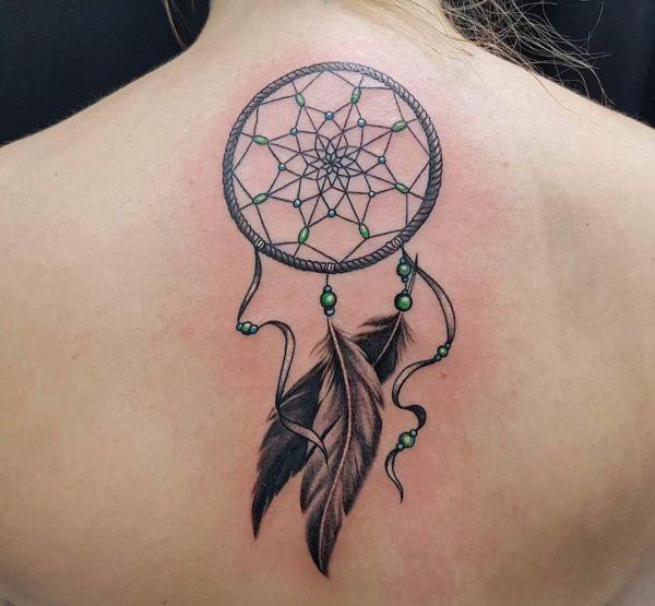 Tattoo Traumfänger im Nacken