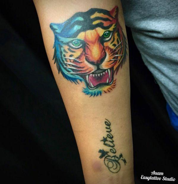 Bunte Tigerkopf Design am Unterarm