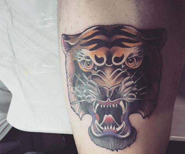 Tigerkopf Design auf der Bein