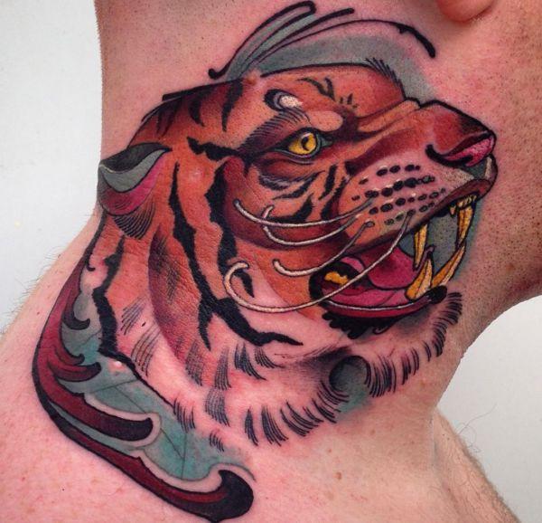 Tigerkopf Design um den Hals