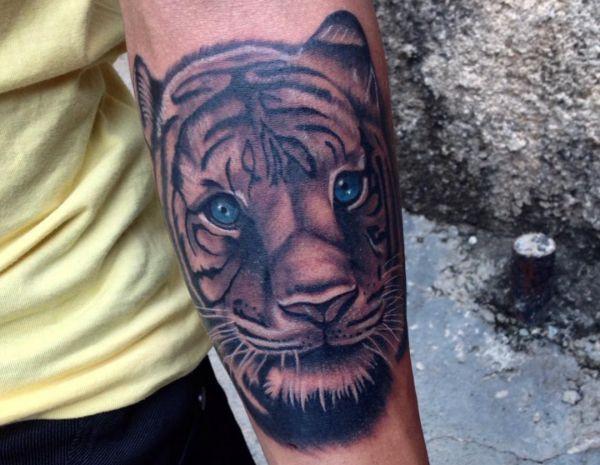 Tigerkopf Design am Unterarm