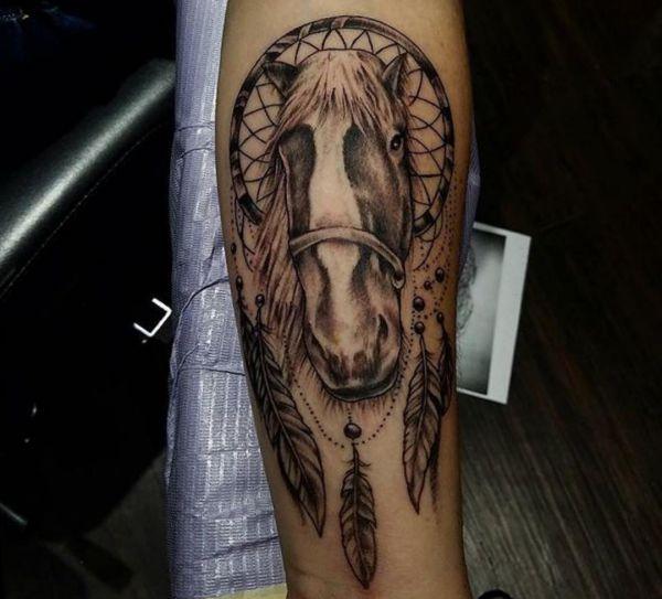 Traumfänger mit Pferd Design auf dem Arm