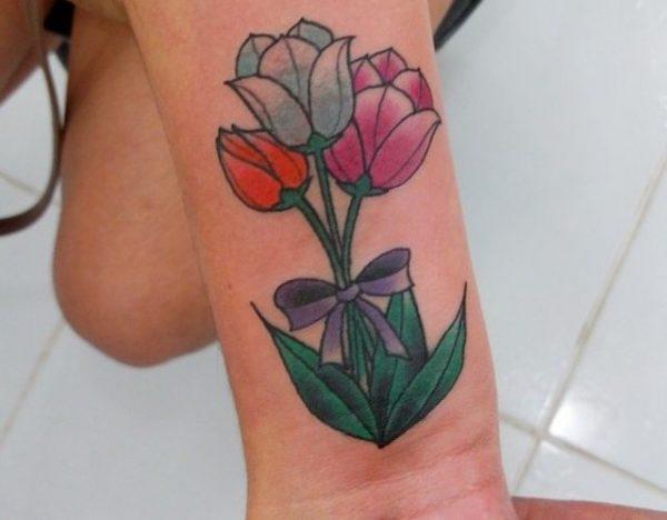 Tulpen Design am Handgelenk