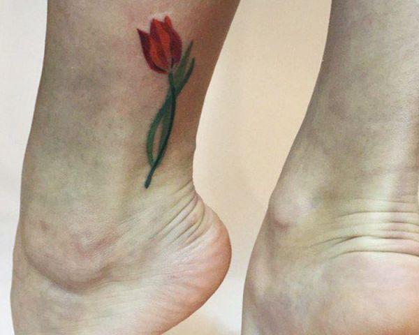 Tulpen Design am Knöchel