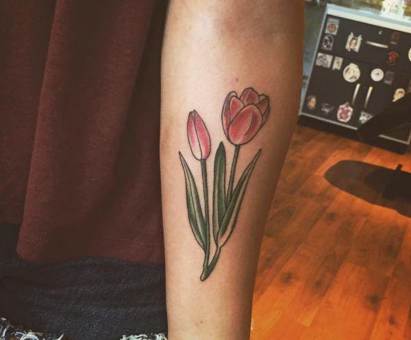 Tattoo Tulpen Design am Unterarm