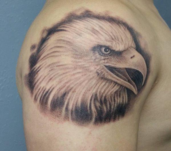 Weißkopfseeadler am Oberarm