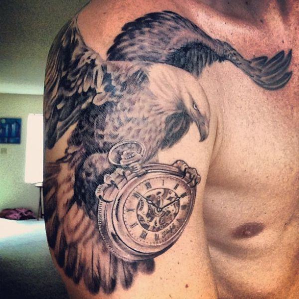 Weißkopfseeadler mit Uhren am Oberarm