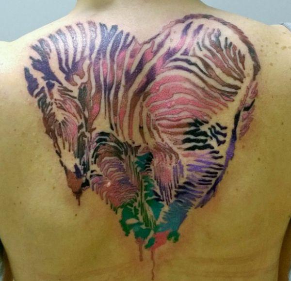 Aquarell Zebra Herz Design am Rücken