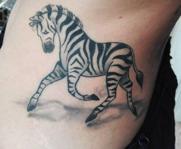 20 zebra tattoo ideen bilder und bedeutungen. Black Bedroom Furniture Sets. Home Design Ideas